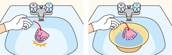 入れ歯を洗う時は、洗面器を下に置く